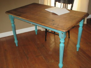 People throw away perfectly good stuff! I painted and stained this beat up old small kitchen table and made a pretty desk for myself that only cost $8.39! Pin to see now or to read how easy it was later.