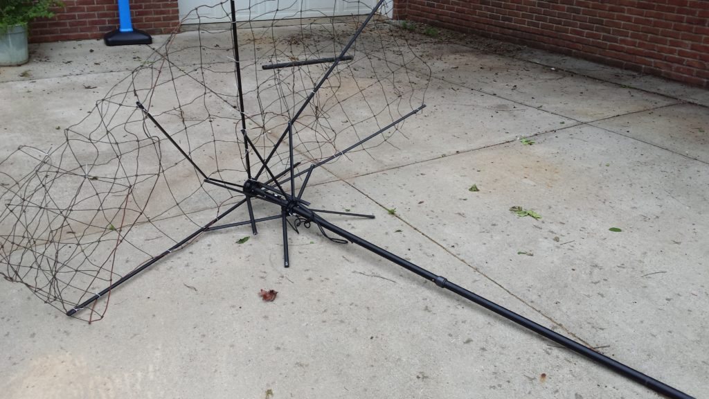 How to make a trellis for no money, using scraps, castoffs, and junk you already own. Think about what you could do with broken umbrella frames, old fencing or wire, a swingset, shelving racks from old appliances, etc. Click thru to read more ideas or pin for later.